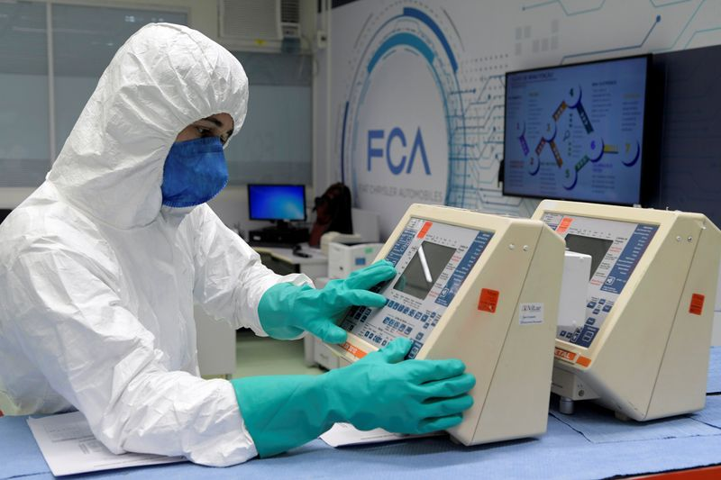 © Reuters. FILE PHOTO: A technician from FCA (Fiat Chrysler Automobiles) assembly plant fixes respirators for use in hospitals at the company's lab, amid the coronavirus disease (COVID-19) outbreak, in Betim