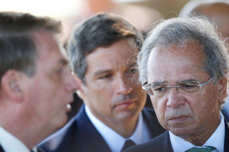 Bolsonaro diz que câmbio foi tratado em reunião ministerial, mas que não iria adiantar