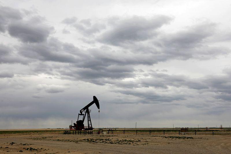 © Reuters. FILE PHOTO: A TORC Oil & Gas pump jack near Granum