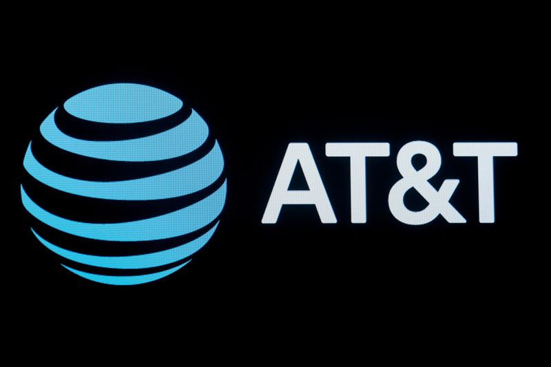 © Reuters. FILE PHOTO: FILE PHOTO: The company logo for AT&T is displayed at the NYSE in New York