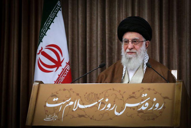 © Reuters. Líder supremo do Irã, aitolá Ali Khamenei, discursa em Teerã
