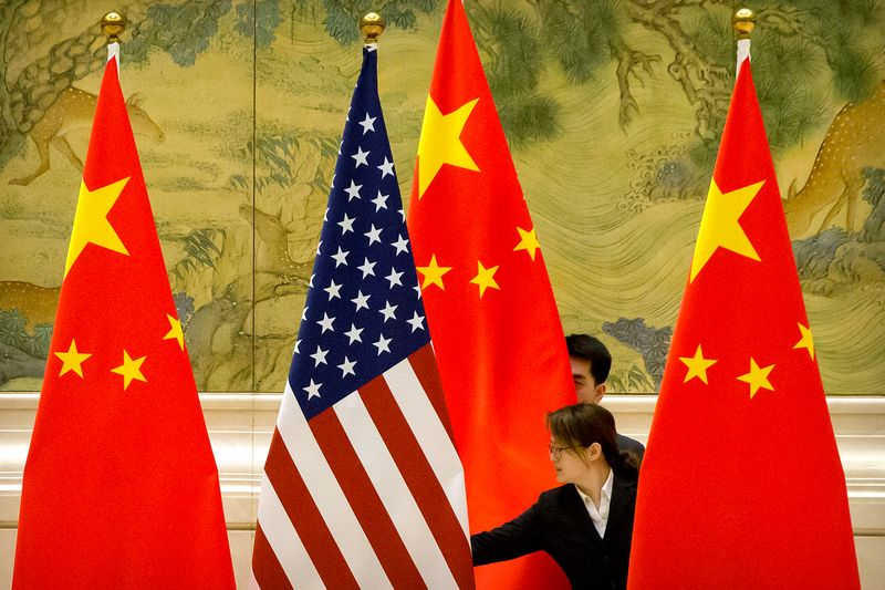 © Reuters. FILE PHOTO: U.S and China trade talks in Beijing