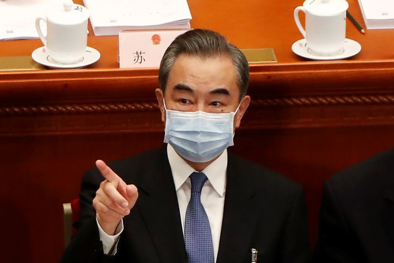 © Reuters. FILE PHOTO: Chinese Foreign Minister Wang Yi attends the opening session of NPC in Beijing