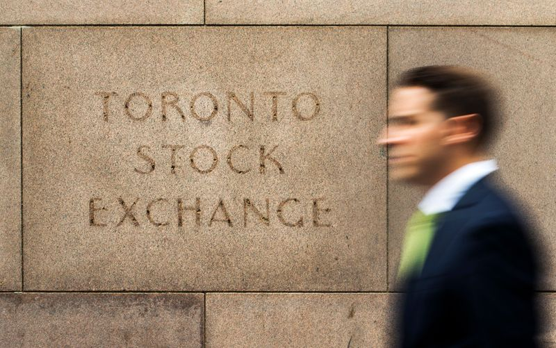 © Reuters. A man walks past an old Toronto Stock Exchange sign in Toronto