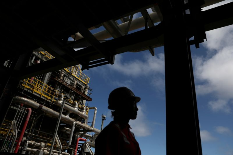 © Reuters. FILE PHOTO: A worker walks inside the Brazil's Petrobras P-66 oil rig in the offshore Santos Basin in Rio de Janeiro