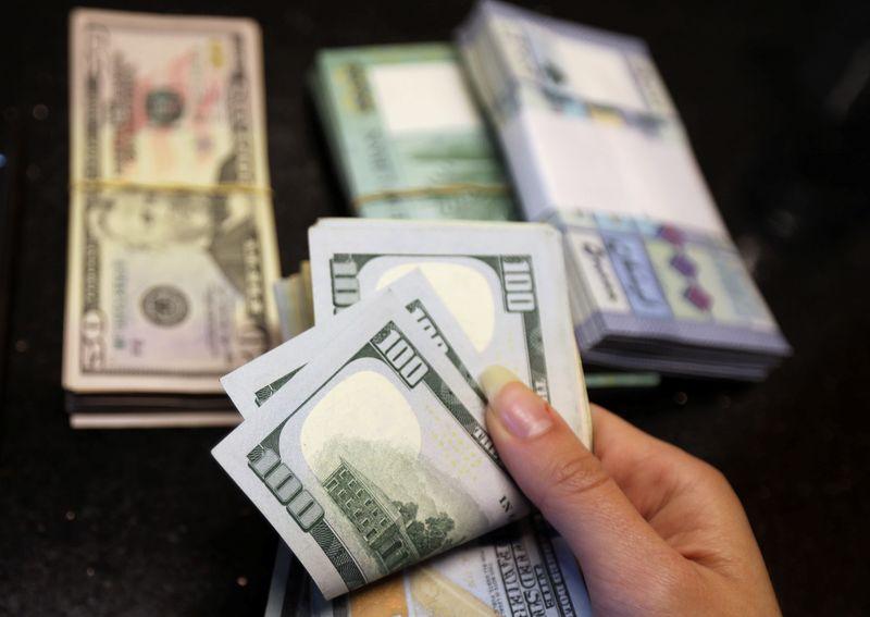 Speculators increase short dollar bets, CFTC data, Reuters calculations show