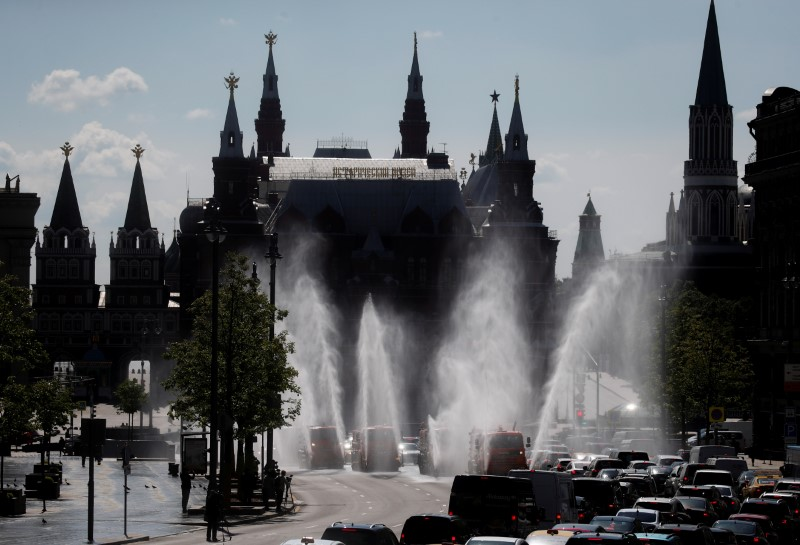 © Reuters. FILE PHOTO: Vehicles spray disinfectant while sanitizing a road amid the outbreak of the coronavirus disease in Moscow