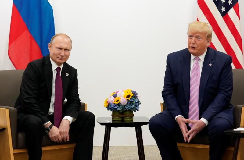 © Reuters. Президент РФ Владимир Путин и президент США Дональд Трамп