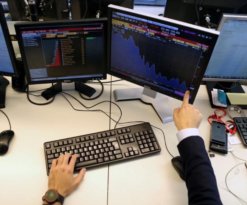 Ibovespa flerta com 89 mil pontos com expectativas de retomada de economias