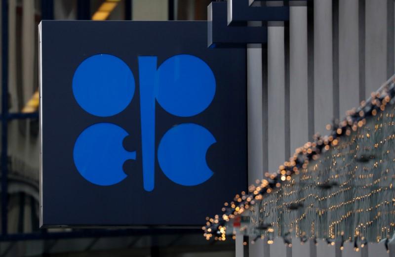 Sauditas e russos têm acordo sobre cortes de oferta de petróleo e pressionam aliados