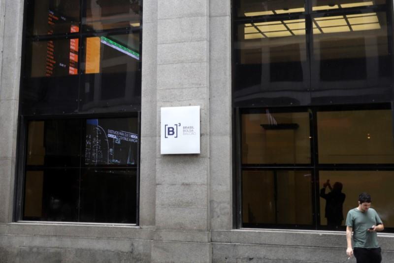 Ibovespa avança mais de 2% com expectativas sobre reabertura de economias, liquidez global