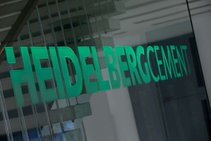 © Reuters. FILE PHOTO: A logo of HeidelbergCement is pictured at their headquarters in Heidelberg
