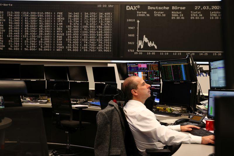 © Reuters. Operador na bolsa de valores de Frankfurt, Alemanha
