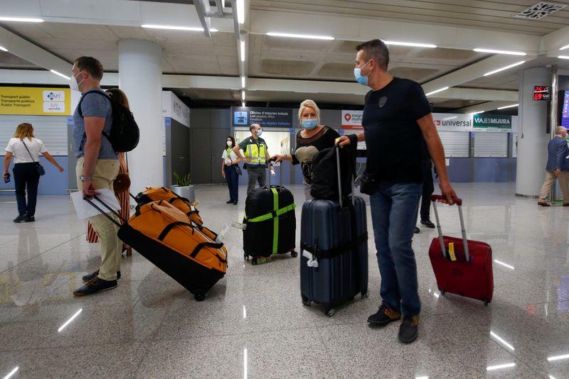 Espanha reabre fronteiras para 10 mil alemães em projeto-piloto turístico