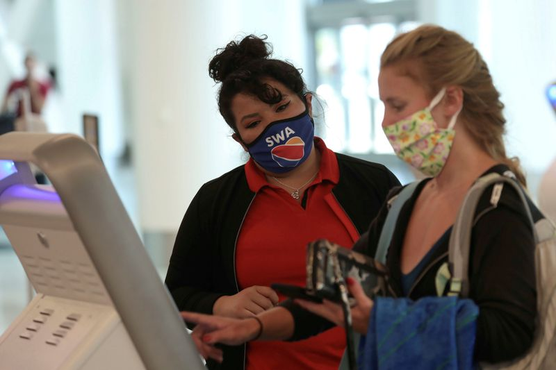 Las aerolíneas de EEUU amenazan con vetar a los pasajeros que se nieguen a usar mascarilla