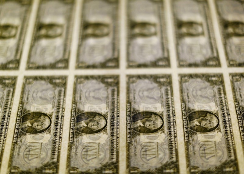 Dólar tem queda contra real após alta da véspera e refletindo esperanças de estímulo