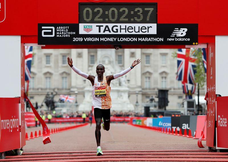 © Reuters. FILE PHOTO: London Marathon