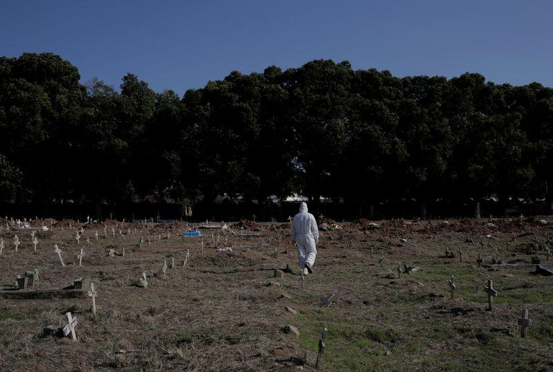 © Reuters. Brote de la enfermedad por coronavirus (COVID-19) en Río de Janeiro