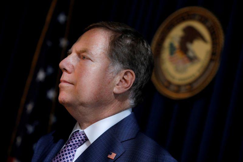 © Reuters. FOTO DE ARCHIVO: Fiscal estadounidense para el distrito sureño de Geoffrey S. Berman en una conferencia de prensa en Nueva York