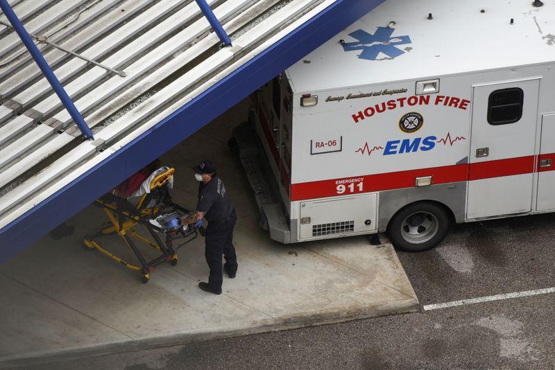 © Reuters. FOTO DE ARCHIVO: Texas enfrenta cada vez más casos de coronavirus