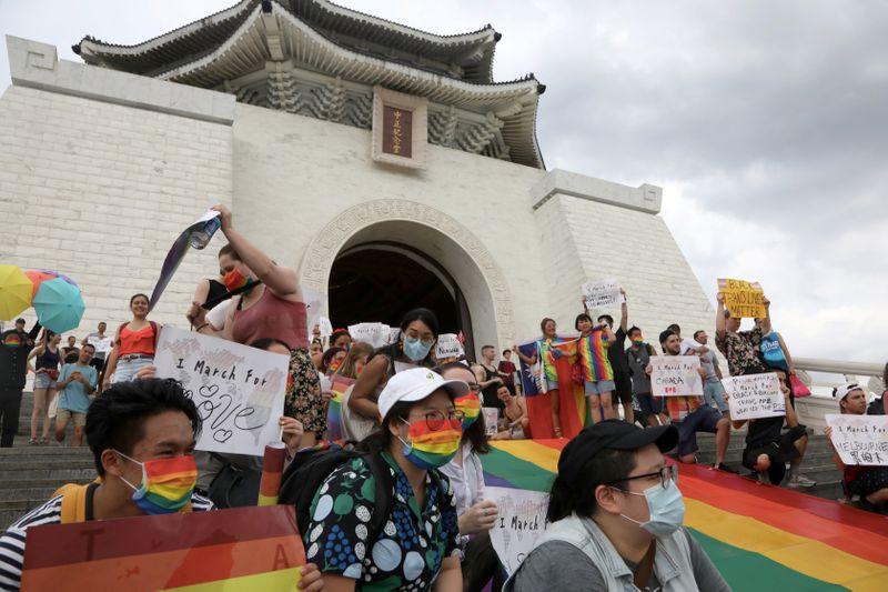 © Reuters. Desfile del Orgullo de Taiwán por el Rally Mundial en Taipei