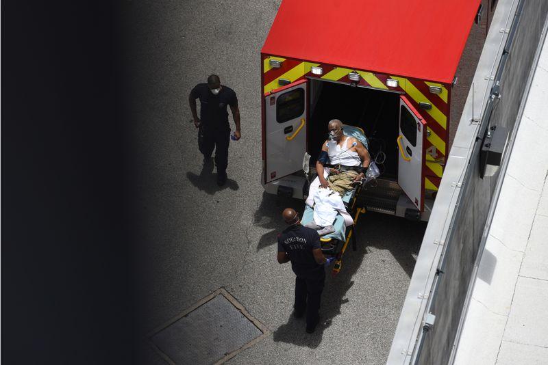 © Reuters. Brote de enfermedad por coronavirus en Houston
