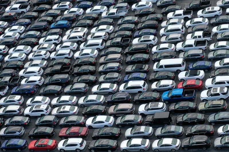 © Reuters. FILE PHOTO: Unused rental cars fill the Dodger Stadium parking lot as the spread of the coronavirus disease (COVID-19) continues, in Los Angeles