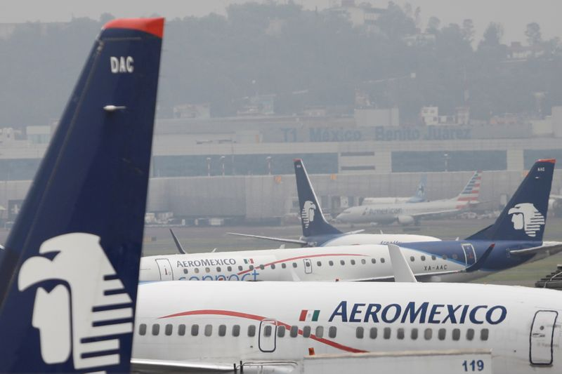 © Reuters. Aeromexico aeroplanes are pictured on the airstrip at Benito Juarez international airport in Mexico City