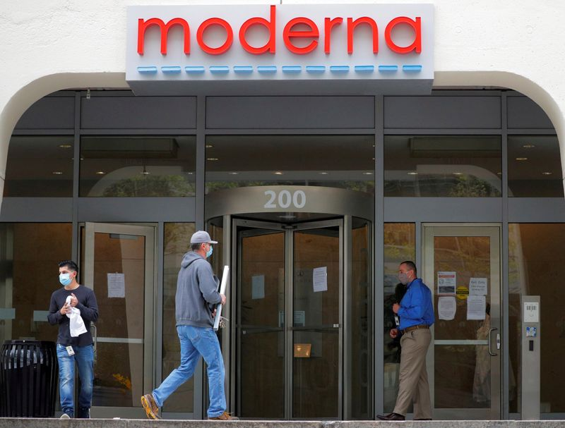 © Reuters. FOTO DE ARCHIVO: Moderna Therapeutics durante COVID-19 en Massachusetts