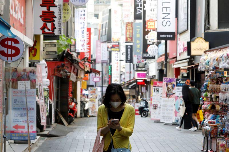 © Reuters. 韓国、ソウル以外でコロナ感染拡大 南西部の都市で規制再強化