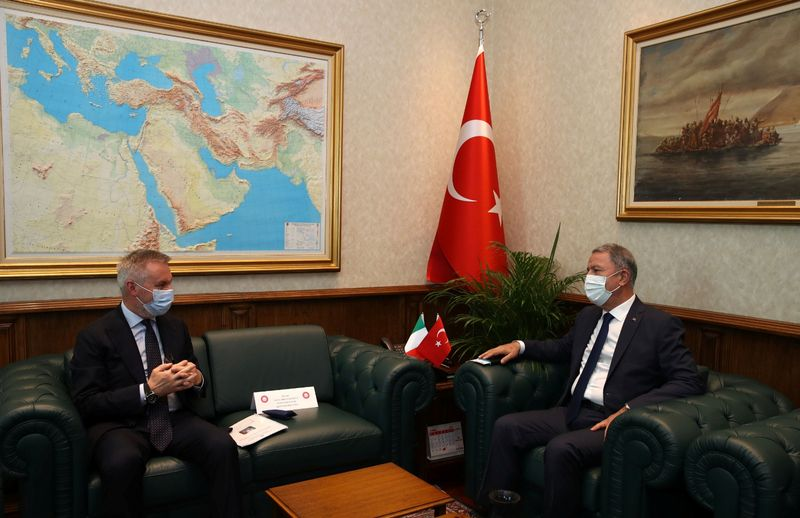 © Reuters. Turkish Defence Minister Akar meets with his Italian counterpart Guerini?in Ankara