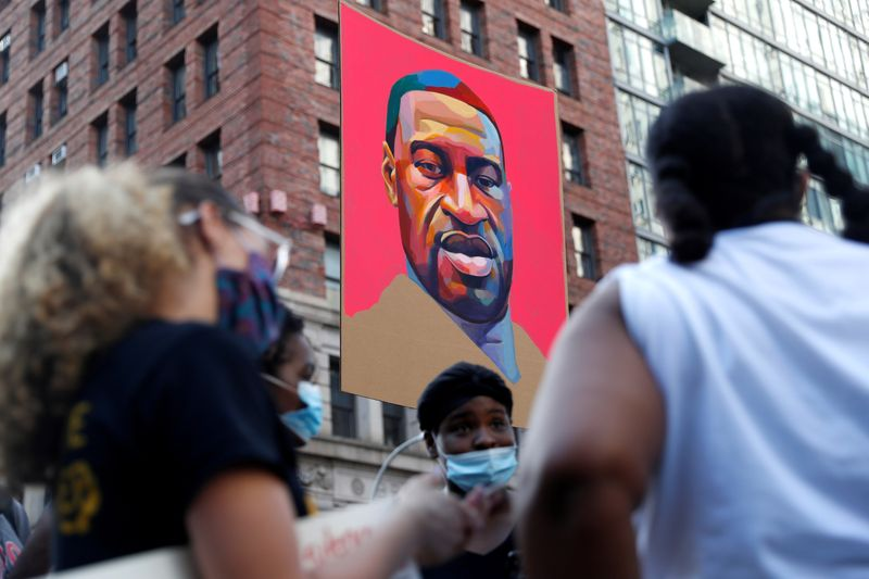 © Reuters. Protesta contra la desigualdad racial después de la muerte en la custodia policial de George Floyd en Minneapolis, Nueva York