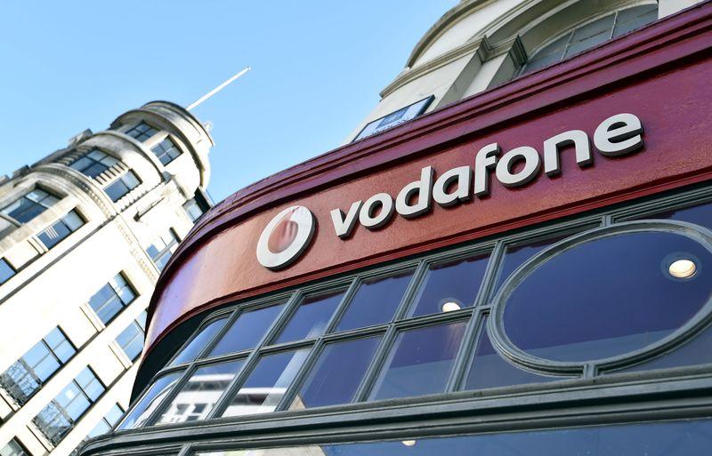 © Reuters. Logo Vodafone fuori da un negozio a Londra