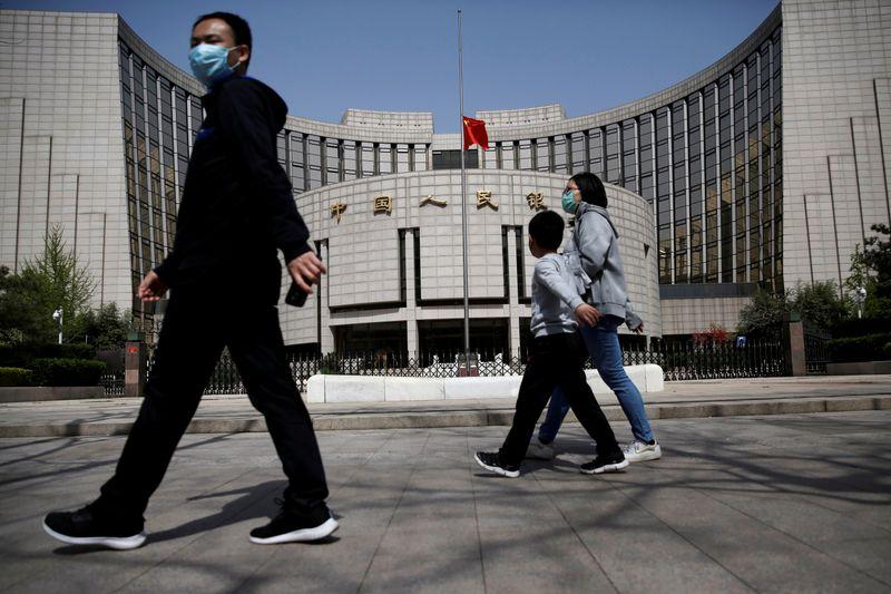 Bancos chineses preparam planos de contingência em caso de sanções dos EUA, dizem fontes