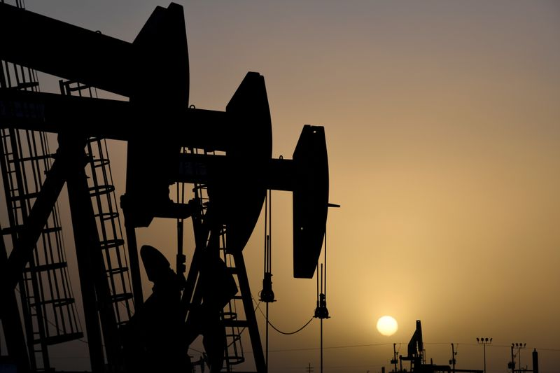© Reuters. FILE PHOTO: Pump jacks operate at sunset in Midland