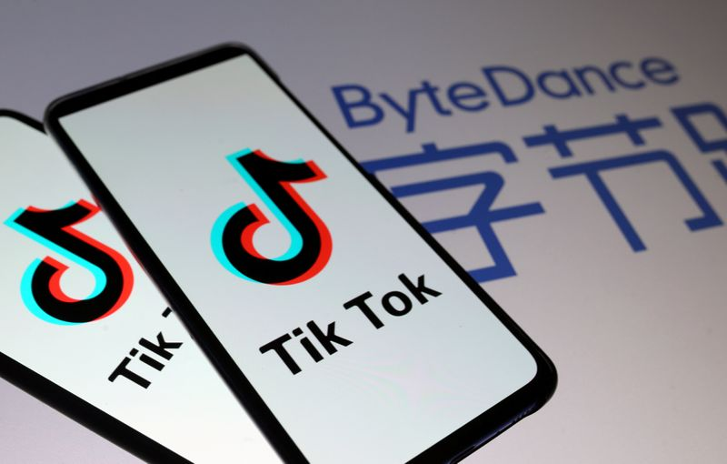 © Reuters. FILE PHOTO: TikTok logos are seen on smartphones in front of displayed ByteDance logo in this illustration