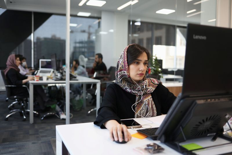 © Reuters. سوق الأسهم الإيرانية تصعد لمستوى قياسي وسط تحذيرات من فقاعة