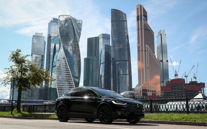 © Reuters. A Tesla Model X electric vehicle is shown in Moscow