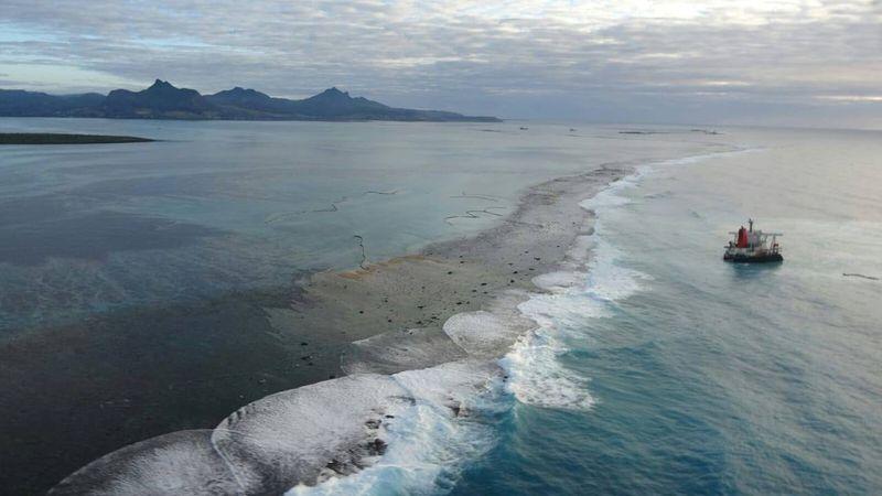 Stricken ship behind oil spill sunk off Mauritius