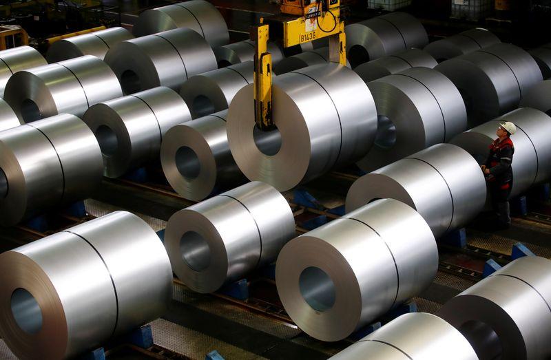 © Reuters. FILE PHOTO: ThyssenKrupp steel factory in Duisburg