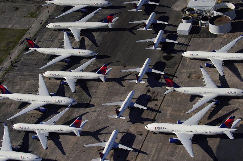 © Reuters. DELTA AIR LINES VA SE SÉPARER DE PRÈS DE 2.000 PILOTES