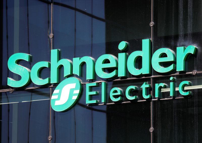 © Reuters. AVEVA, FILIALE DE SCHNEIDER ELECTRIC, ACQUIERT OSISOFT POUR 5 MILLIARDS DE DOLLARS