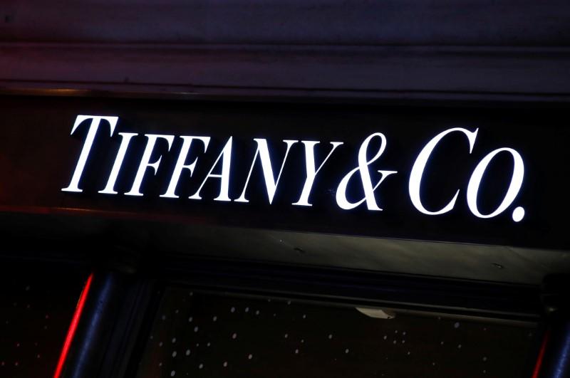 © Reuters. TIFFANY CONFIRME UN REPORT DE LA DATE BUTOIR POUR SON RACHAT PAR LVMH