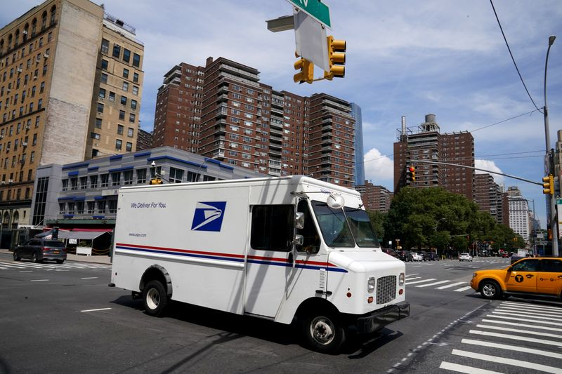 © Reuters. A U.S. Postal Service (USPS) truck is pictured