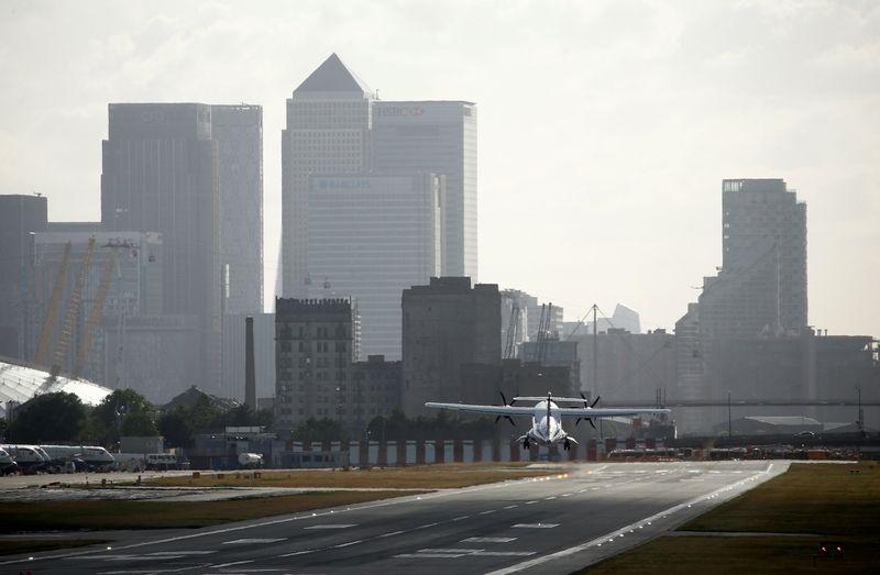Laggard banks told COVID-19 no excuse to delay beefing up EU Brexit hubs