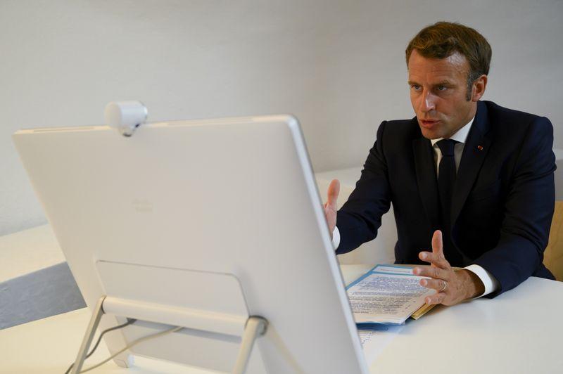 © Reuters. LA FRANCE ADRESSE AU LIBAN UNE FEUILLE DE ROUTE DES RÉFORMES