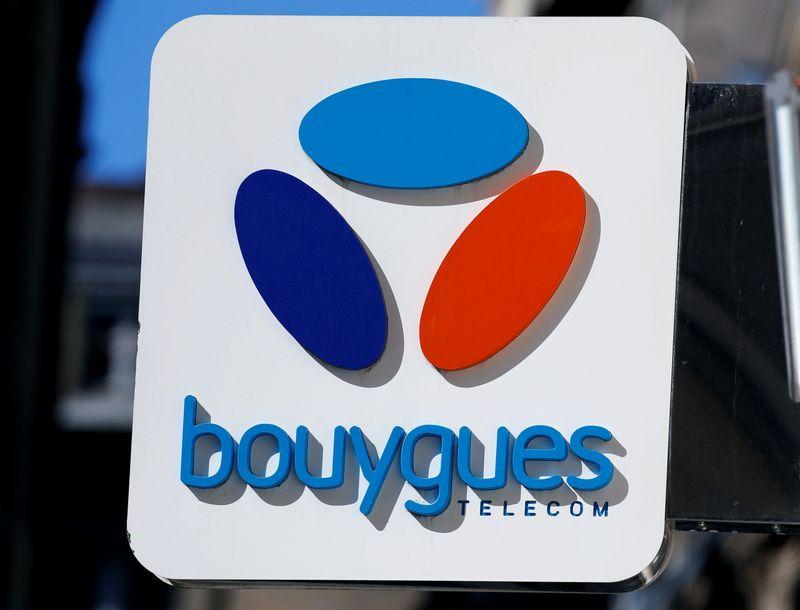© Reuters. BOUYGUES TELECOM VA RETIRER DES ANTENNES MOBILES FABRIQUÉES PAR HUAWEI