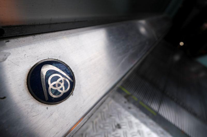 © Reuters. The logo of German steelmaker ThyssenKrupp AG is seen on an escalator at Frankfurt's main railways station in Frankfurt