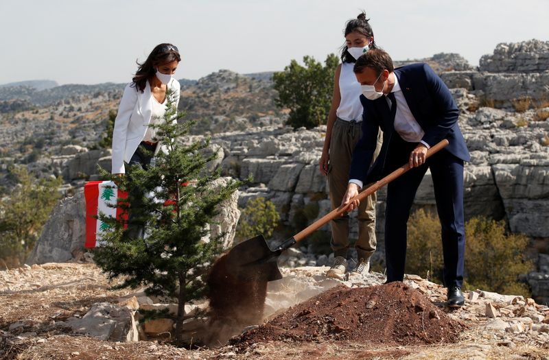 © Reuters. EMMANUEL MACRON CÉLÈBRE LE CENTENAIRE D'UN LIBAN EN CRISE