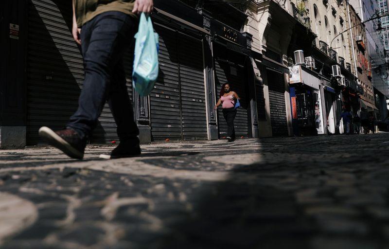 ANÁLISE-Volta do PIB a nível pré-pandemia levará mais de 1 ano e ficará vulnerável a fiscal e mercado de trabalho
